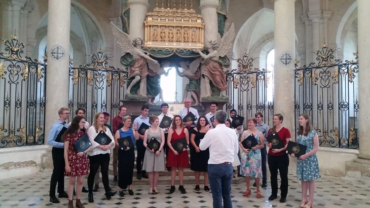 The choir singing at the shrine of St Edmund in Pontigny